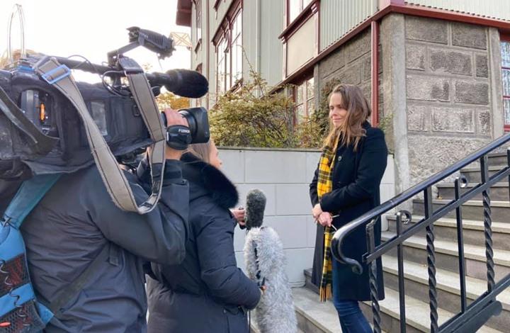 منزل رئيسة وزراء آيسلندا يتعرض لزلزال خلال بث مباشر (شاهد)