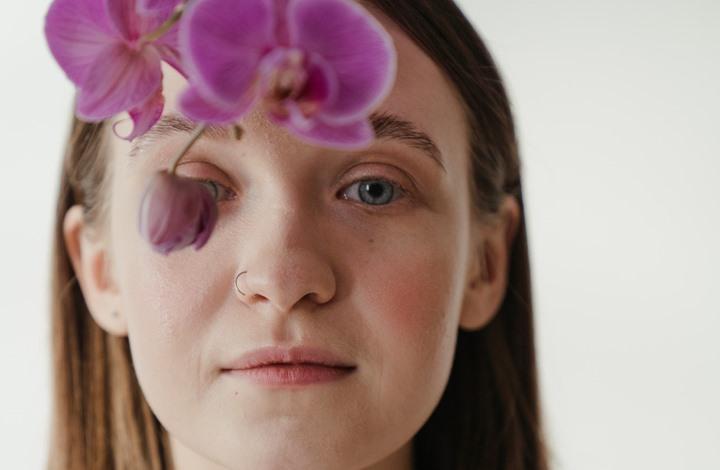 علاجات طبيعية للقضاء على تجاعيد العيون.. تعرف إليها