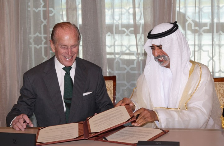ماكنمارا تروي كيف تحرش بها الوزير الإماراتي جنسيا (شاهد)