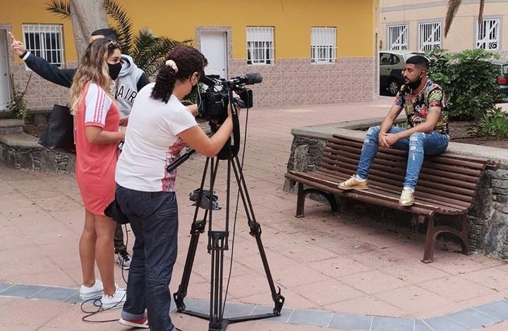 وثق رحلة هجرته لجزر الكناري ليحظى بمقابلة قناة إسبانية (شاهد)