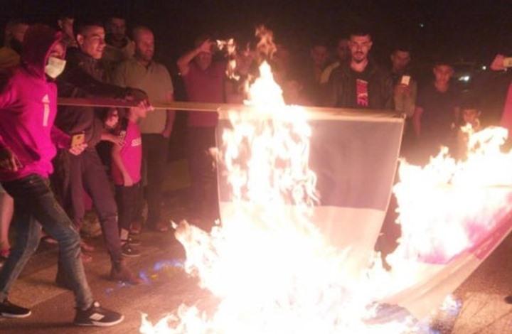 وقفات فلسطينية تندد بماكرون وترفع علم تركيا