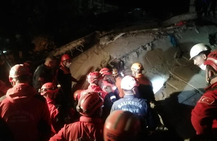 ارتفاع ضحايا زلزال إزمير.. وتواصل عمليات الإنقاذ