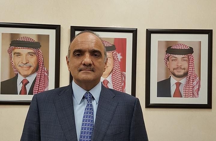 صورة لرئيس وزراء الأردن بالإمارات تثير استهجانا واسعا (شاهد)