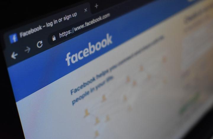 """""""فيسبوك"""" يفكك حملة داعمة لترامب.. ضللت الناخبين"""
