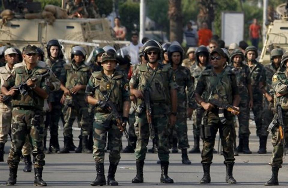 """صحيفة """"لوموند"""": الجيش المصري منافس اقتصادي مزعج"""