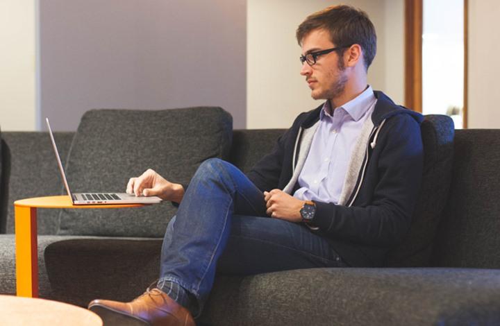 5 نصائح تضمن صحتك العقلية أثناء عملك بوظيفة مسببة للتوتر