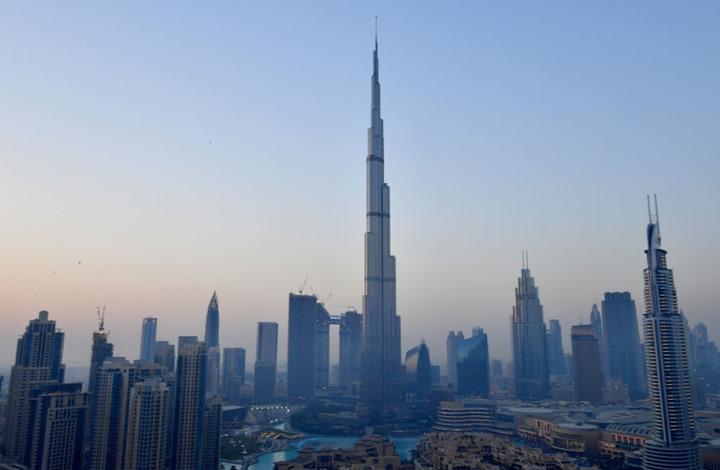 وفاة طيار فرنسي بحادث في دبي.. حلق على ارتفاع 1800 متر