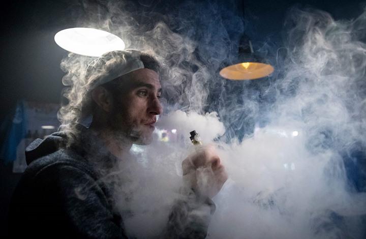"""""""ذا صن"""": بريطانيا تخطط لمنع السجائر الإلكترونية"""