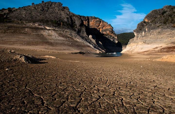 علماء يدرسون تجربة لمواجهة الاحتباس الحراري بتبريد الأرض