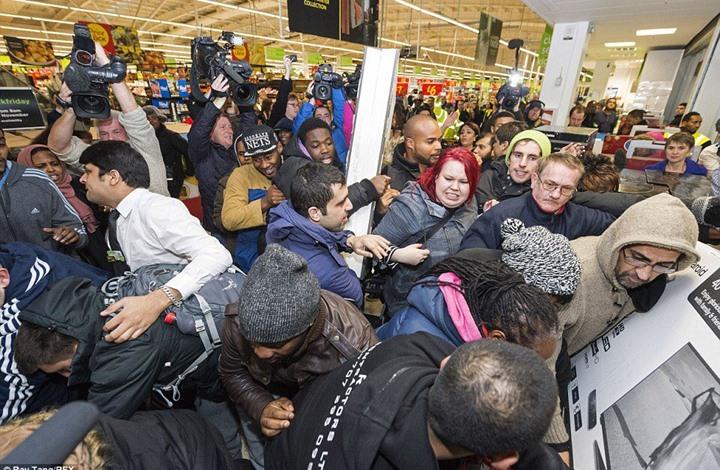 """الجمعة """"البيضاء والسوداء"""" فرص تسوق العام.. ما أصلها؟"""