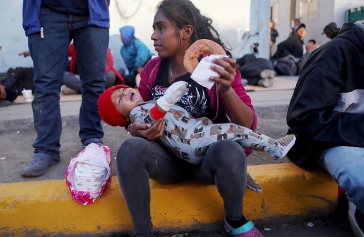 ترامب: طالبو اللجوء سينتظرون بالمكسيك.. الأخيرة: لا اتفاق