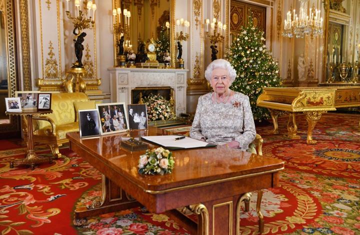"""روائية بريطانية تتنبأ بزوال """"الملكية"""" في بلادها خلال جيلين"""