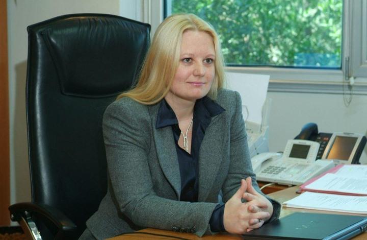 روسية تهرب وتلجأ لسفارة بلدها في الكويت.. هذه قصتها
