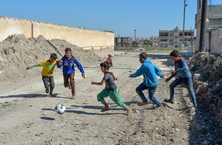 الجيش التركي ينشر صور لعبه الكرة مع الأطفال بشمال سوريا