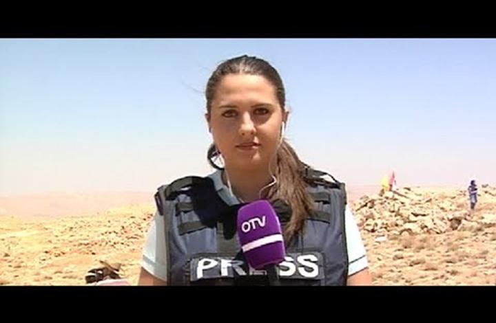 """لهذا لكمت مراسلة """"أو تي في"""" اللبنانية أحد المتظاهرين"""
