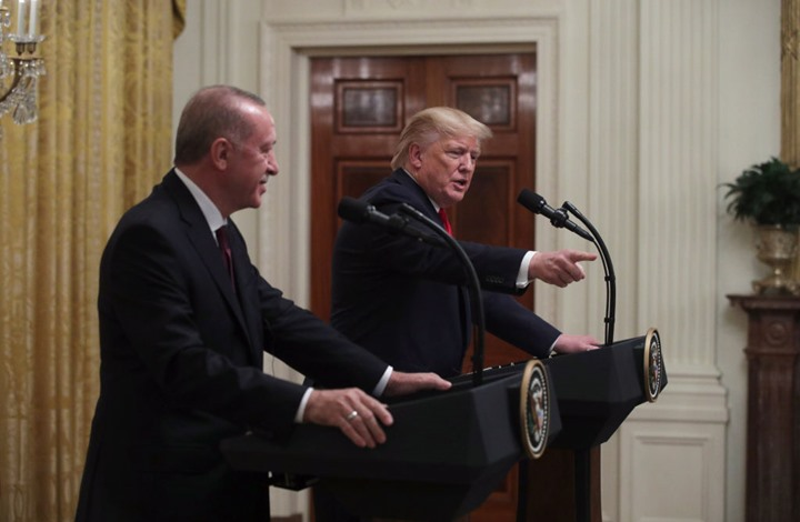 ترامب يتهرب من الإجابة بوضوح على سؤال صحفية تركية (شاهد)