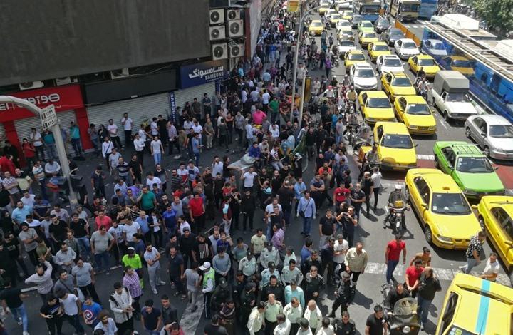 """قتيل باحتجاجات إيران.. و""""قلق"""" من الحدود مع العراق (شاهد)"""