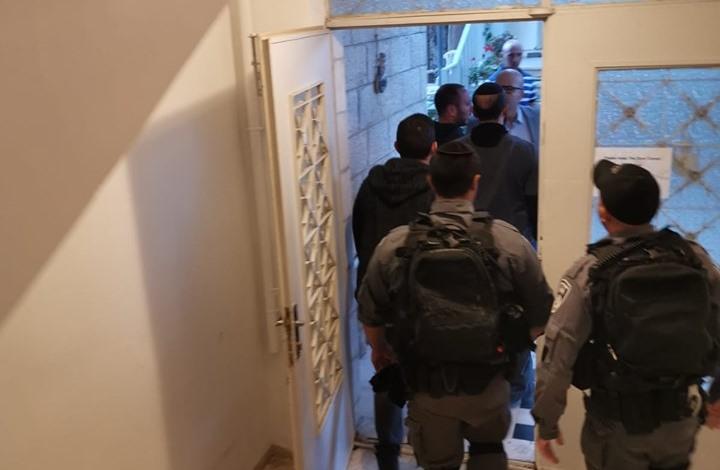 الاحتلال يعتقل وزير شؤون القدس بعد الاعتداء عليه (شاهد)