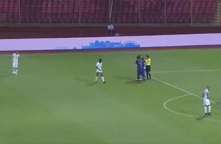 ثعبان يوقف مباراة في كأس الملك بالسعودية (شاهد)