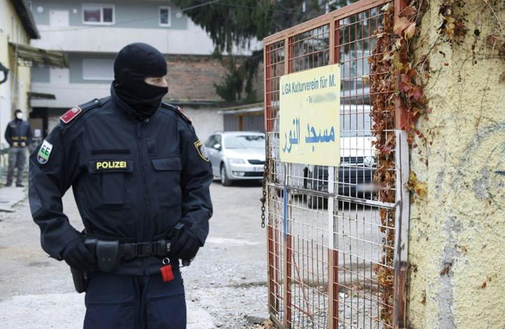 """تفاصيل انتهاكات النمسا ضد مناهضي """"الإسلاموفوبيا"""" (شاهد)"""