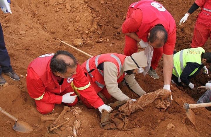 عائلة ليبية تبحث عن ابنها وتخشى وجوده بمقابر حفتر الجماعية