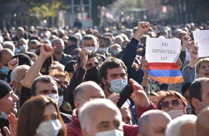 """الجيش الأذري ينتشر بـ""""أغدام"""".. ومظاهرات ضد باشينيان"""