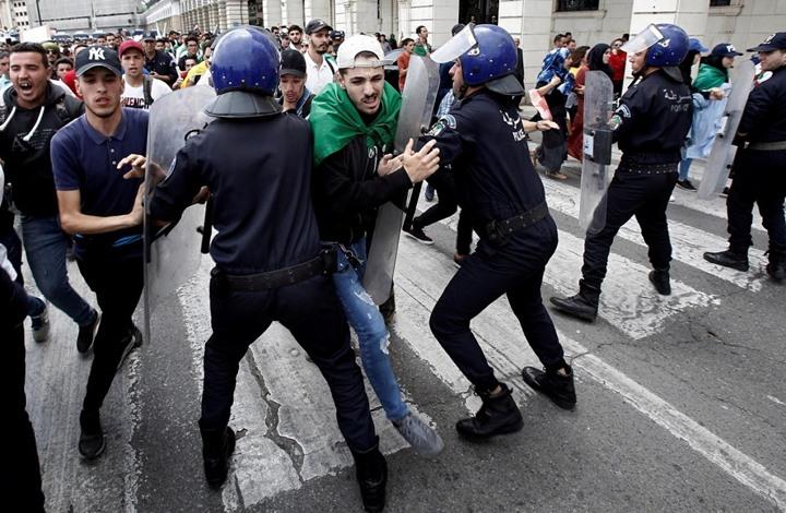 منظمة حقوقية تطالب سلطات الجزائر بوقف اعتقال نشطاء الحراك