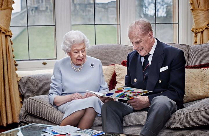 الملكة إليزابيث تحتفل مع الأمير فيليب بعيد زواجهما الـ73