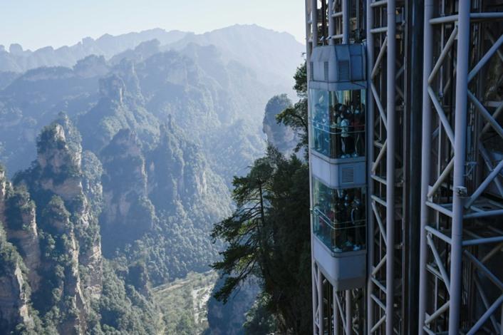"""الصين تتيح زيارة موقع تصوير """"أفاتار"""" على ارتفاع مئات الأمتار"""