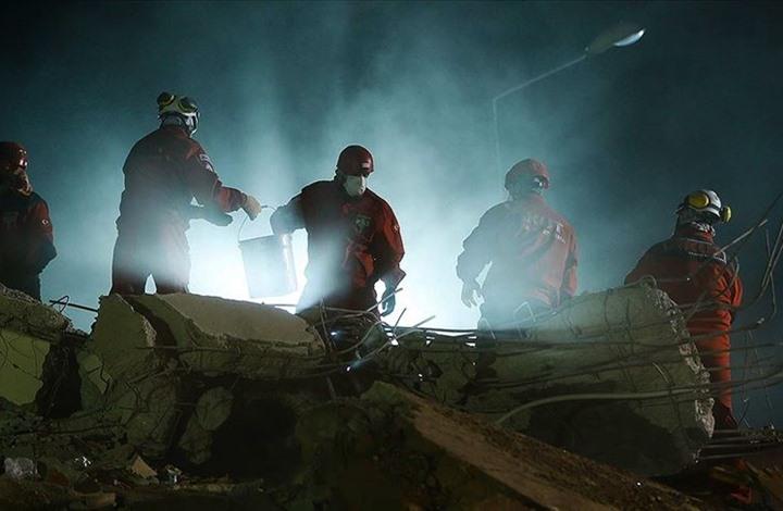 ارتفاع عدد ضحايا زلزال إزمير.. إنقاذ طفلة بعد 63 ساعة