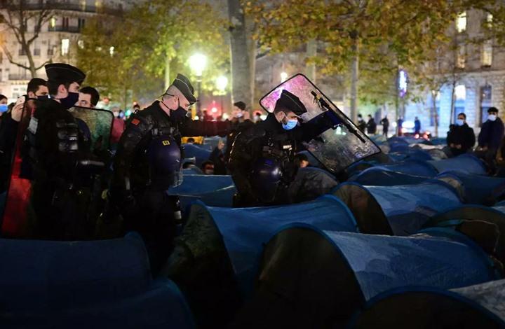 """""""صدمة"""" أوروبية إزاء تعامل الشرطة الفرنسية مع اللاجئين"""