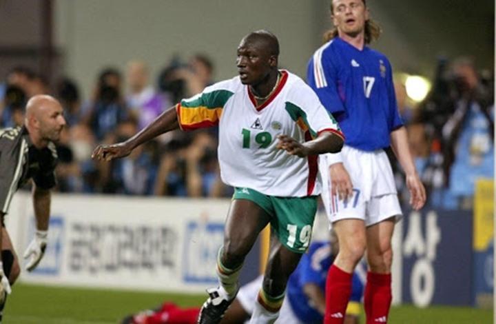 وفاة مسجل هدف السنغال ضد فرنسا في افتتاح مونديال 2002