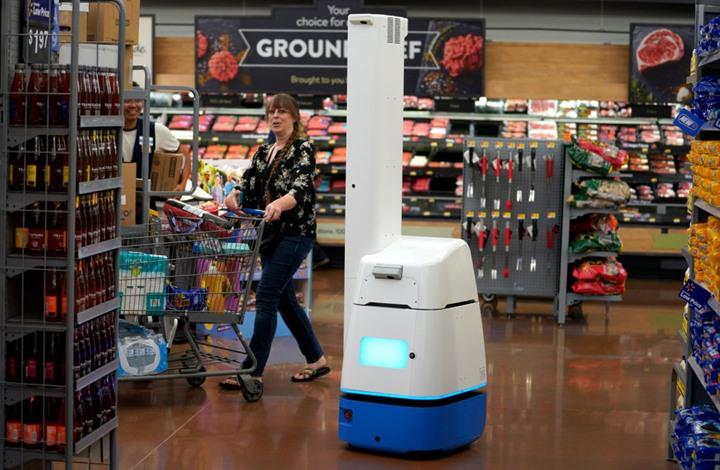 متجر أمريكي يسحب وظائف من روبوتات ذكية ويعيدها للبشر