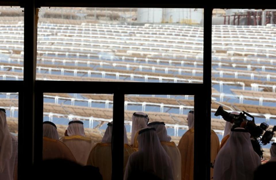 دبي تطلق المرحلة الثانية من أكبر محطة طاقة شمسية في العالم