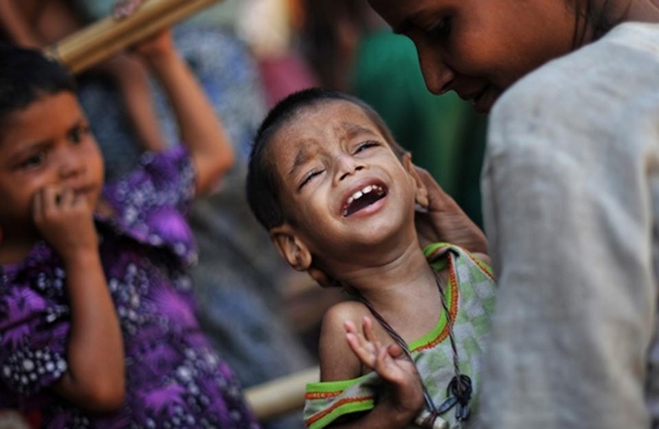 جيش ميانمار يجبر  مسلمي الروهينجا على مغادرة منازلهم