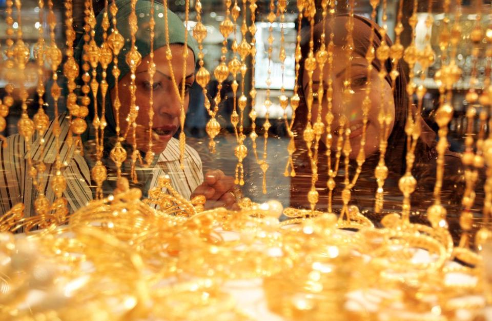 الذهب يعود للنزيف مع استمرار تعافي الدولار