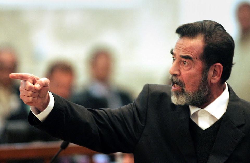مفاجأة.. لوحة تذكارية عن صدام حسين في لندن (صورة)