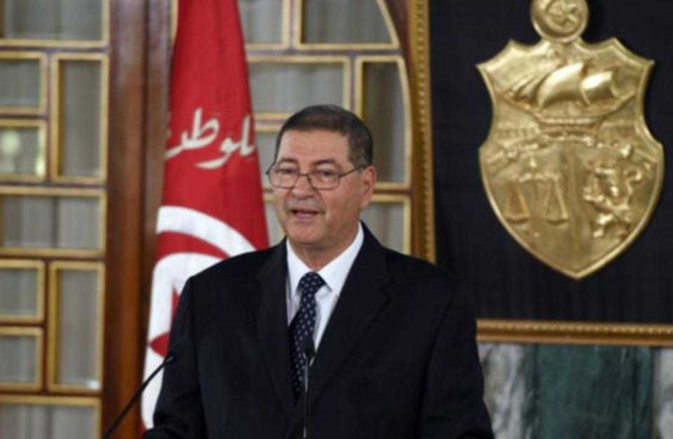 تعيين رئيس الحكومة السابق مستشارا للسبسي يثير جدلا بتونس