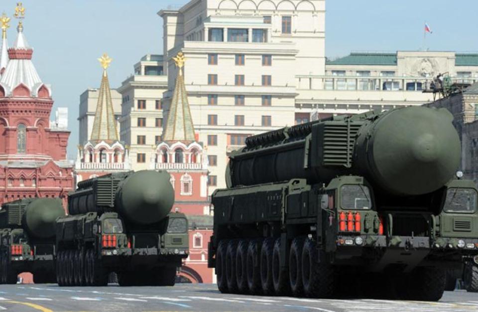 روسيا تحدد خطوطا حمراء يتيح تجاوزها استخدام السلاح النووي