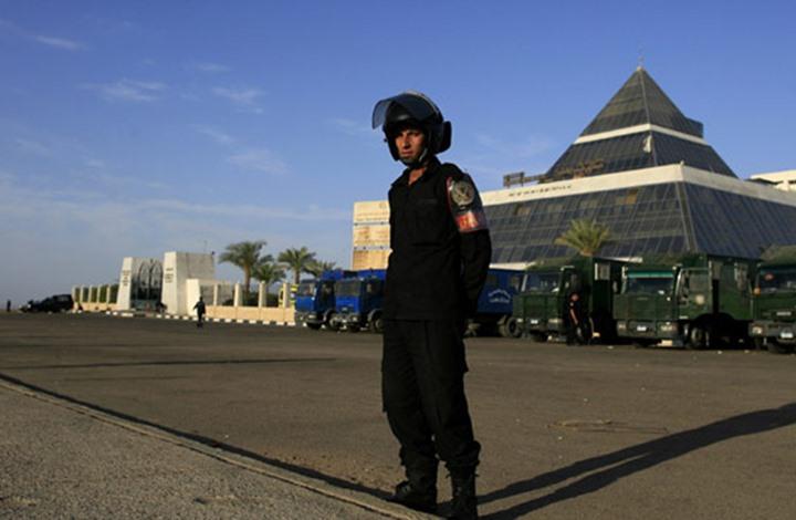 """توقيف 15 شرطيا في مدينة سياحية مصرية بتهمة """"التجمهر"""""""