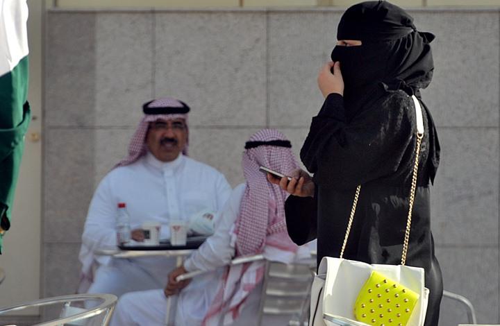 كم من الوقت تقضي السعوديات يوميا على مواقع التواصل؟