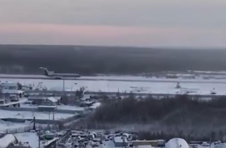طيار روسي ينجح في الهبوط بطائرة انفجر محركها (شاهد)