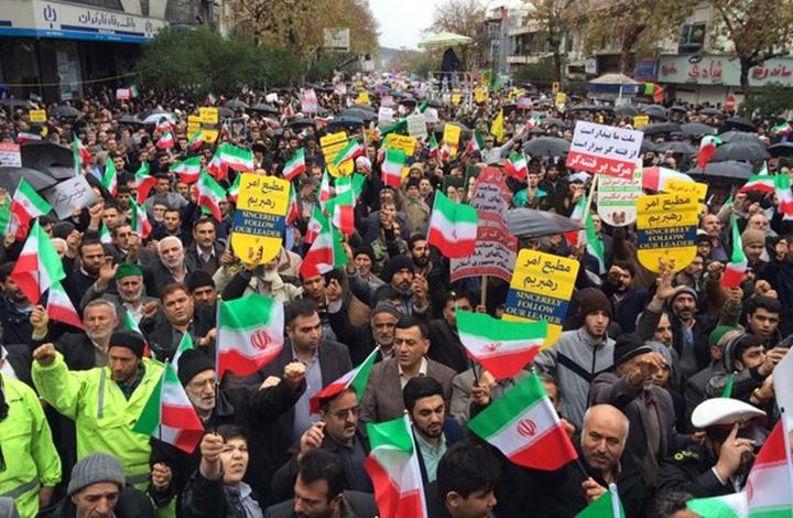 مسيرات بمدن إيران مؤيدة للنظام تتوعد بالبقاء حتى الجمعة