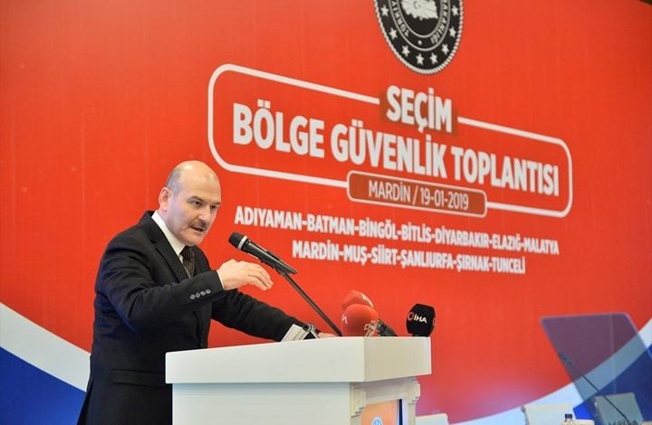 نزيف مفاجئ يصيب وزير داخلية تركيا خلال مؤتمر صحفي (شاهد)