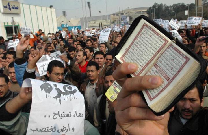 """50 عاما.. هكذا أصبح """"معرض الكتاب"""" مرآة لوضع مصر السياسي"""