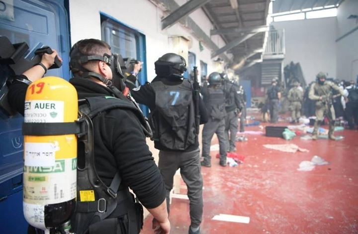 أسرى فلسطينيون يقرون خطوات احتجاجية ضد إدارة سجون الاحتلال