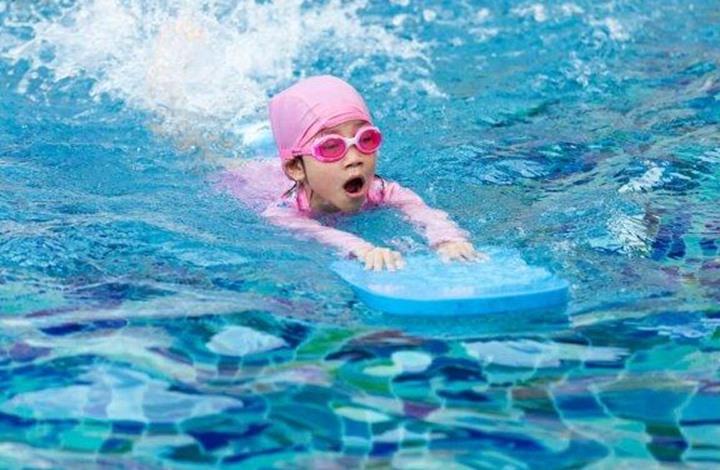 إليك أفضل النصائح لتعليم الأطفال كيفية السباحة