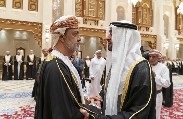 هل تجاهل سلطان عمان الجديد محمد بن زايد؟ (شاهد)