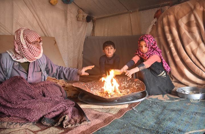 معاناة النازحين بالشمال السوري تتفاقم مع برودة الشتاء (صور)