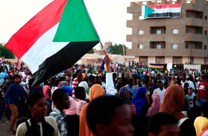 احتجاج أمام سفارة الإمارات بالخرطوم رفضا للقتال باليمن